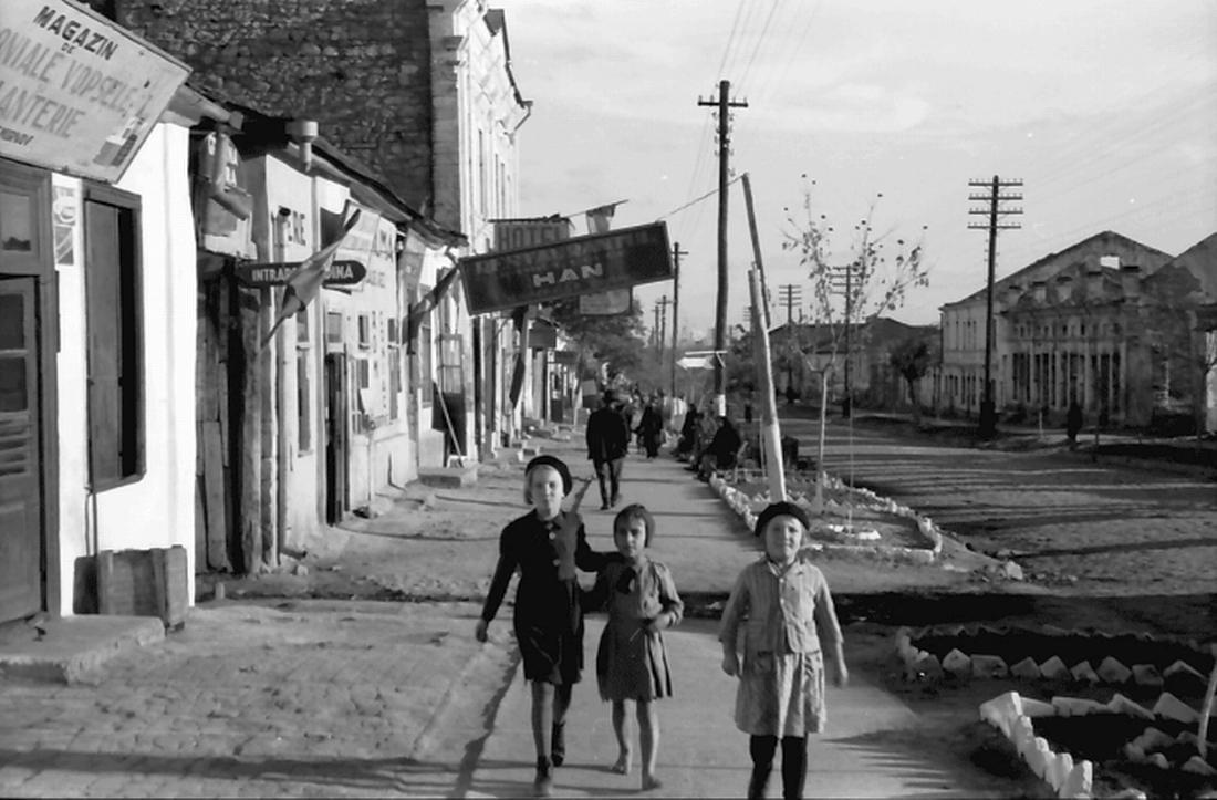 Детство в военное время. Кишинёвские дети, 1942 год. (Landesarchiv Baden-Wurttemberg)