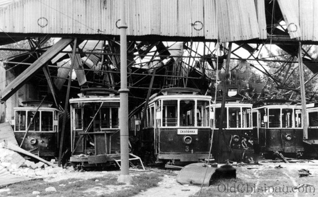 Сгоревшие трамваи в депо. Июль 1941 года. — in Chisinau.