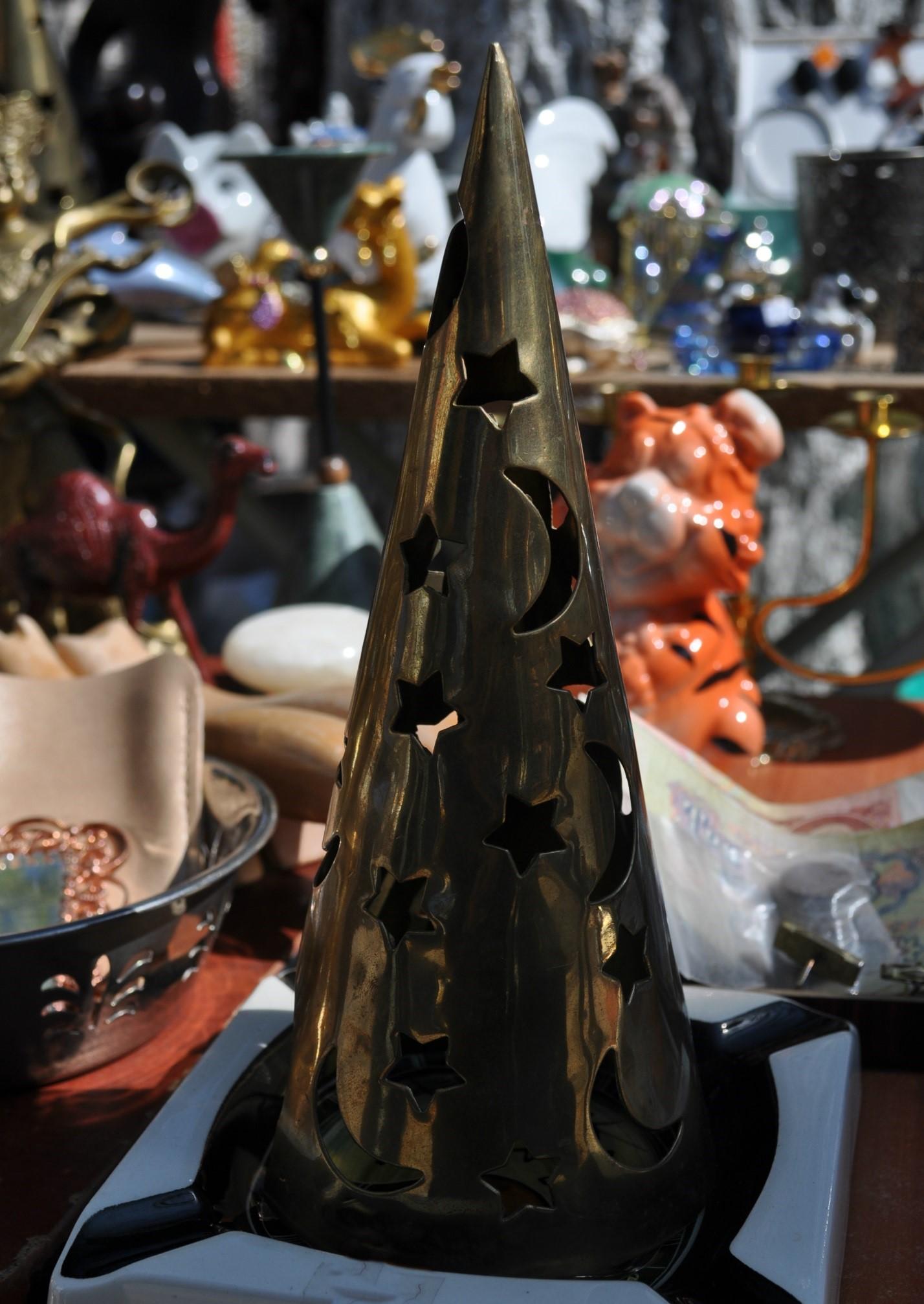 Колпак, ты ли это? Нет, друзья, это лампа. Стоимость волшебного предмета – 70  леев.
