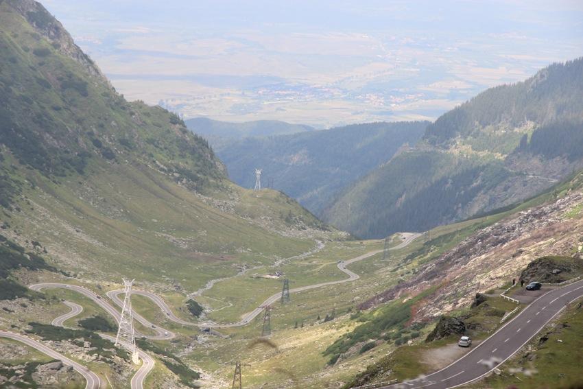 Drumul parcurs seamănă tot mai mult cu renumita poză cu serpatine a Transfăgărăşanului