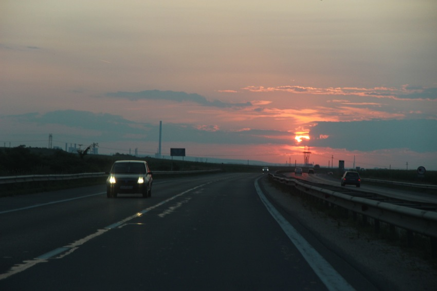 Apusul, autostrada Piteşti – Bucureşti