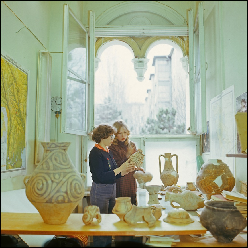 В кишинёвском археологическом музее (80-тые годы). Автор - Иван Кибзий.
