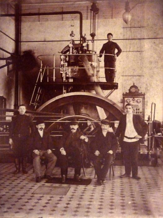 Работники паровой мельницы. Конец XIX - начало XX вв.