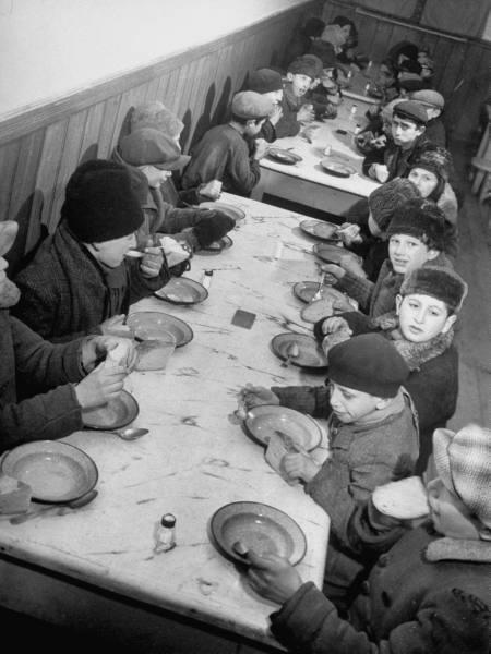 Дети в приюте. 1940 г.