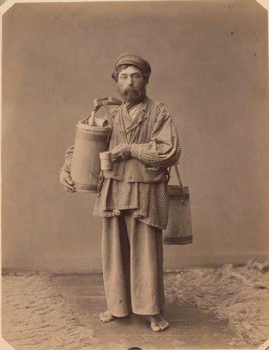 Уличный продавец браги