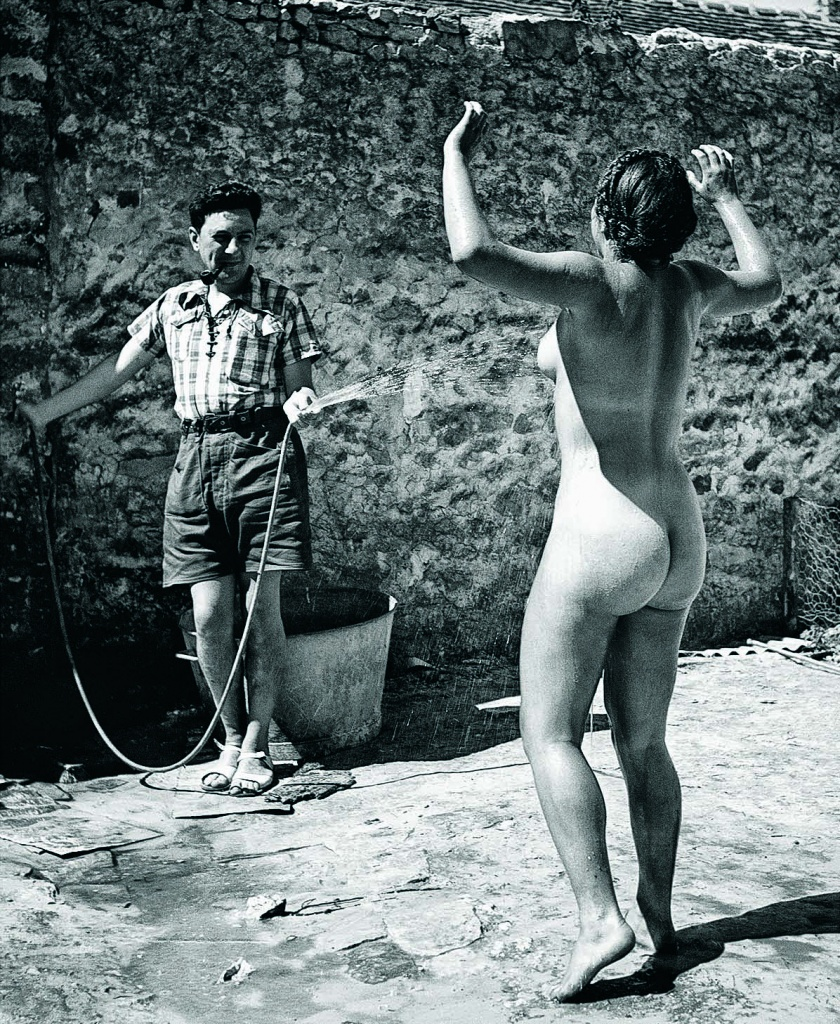 фотограф Пьер Жаме. Дина под струей воды. 1937 г.