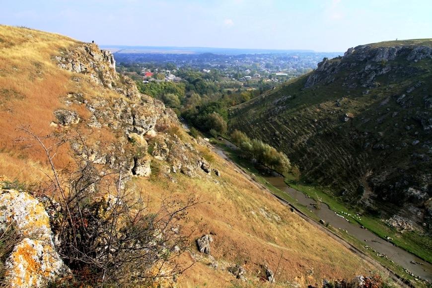 Вид на село со склона ущелья Тринка