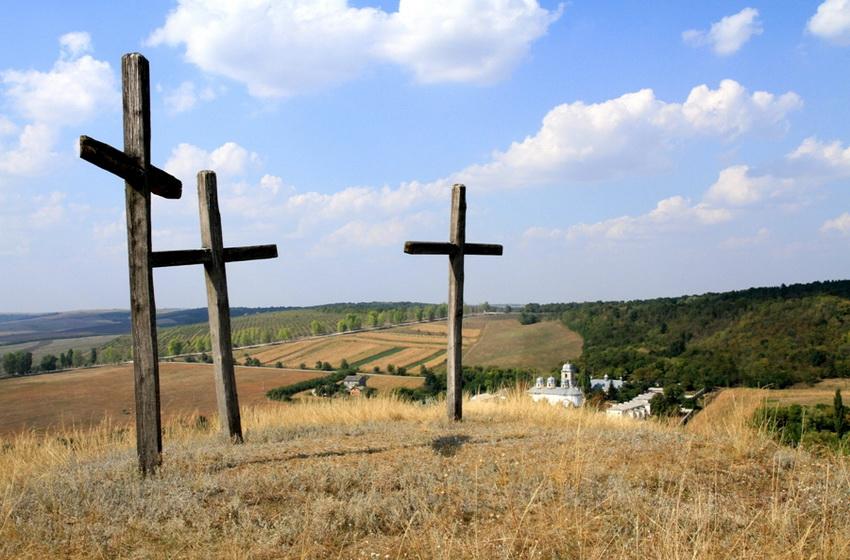 Кресты на вершине горы