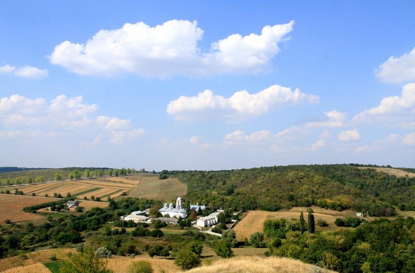 Вид на монастырь с вершины Голгофы