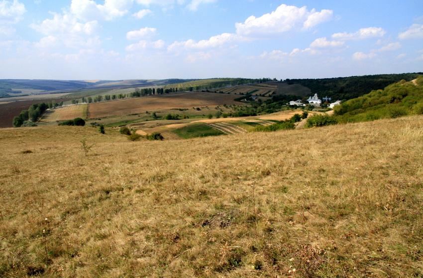 Вид со склона холма