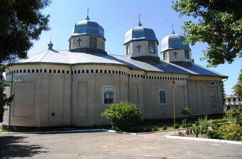 Здание центральной церкви монастыря