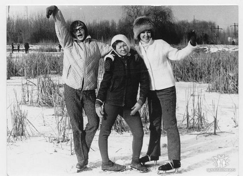 На катке в ботаническом саду 1972 г. (нынешний дендрарий). Фото: Ольга Латий)