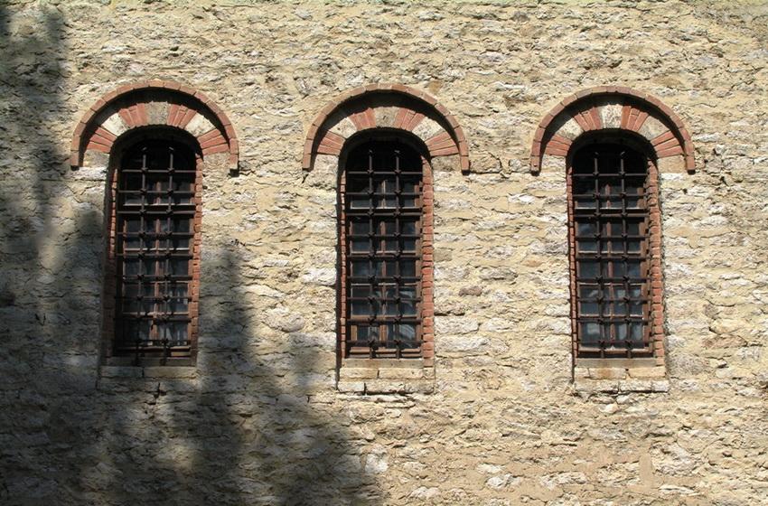 Окна церкви