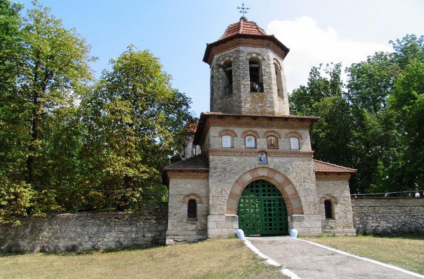 Надвратная колокольня Кухурешсткой церкви