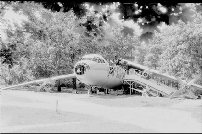 Кафе-самолет после пожара