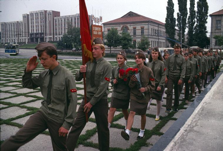 MOLDAVIA. Tiraspol. A Communist youth ceremony honoring the victims of Nazism. 1988.