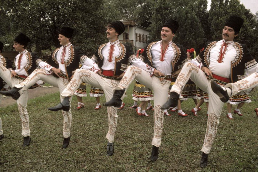 MOLDAVIA. Kishinev. Folk dancing. 1988.
