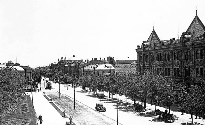 1930-е гг. Вдали виден купол возведённого здания будущего театра.