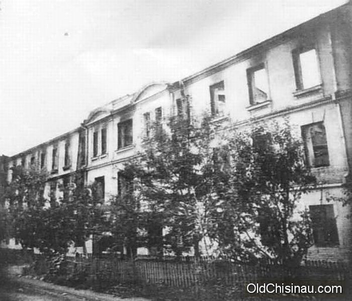 1941 год. Разрушенная табачная фабрика. Вид со двора.