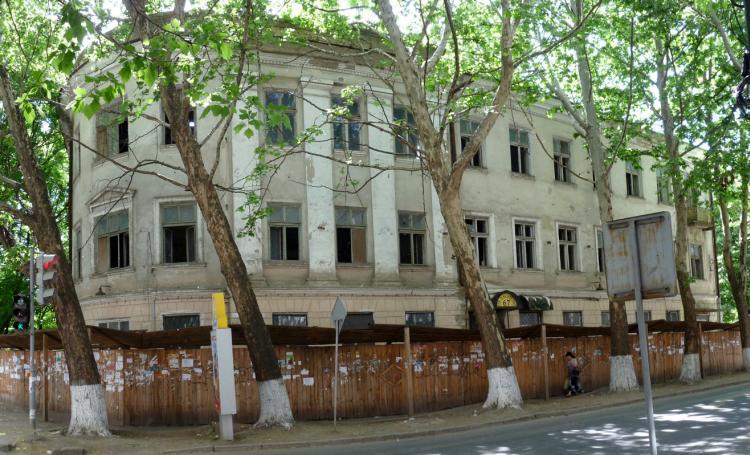 Бывшая обувная фабрика, наши дни. Угловой корпус - советская постройка, cтарый - дальше вдоль Болгарской улицы.