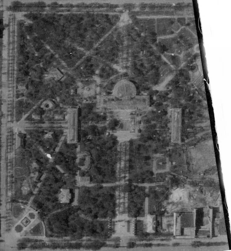 Немецкая аэрофотосъёмка 1944 года. В городском Саду видны множество павильонов выставки