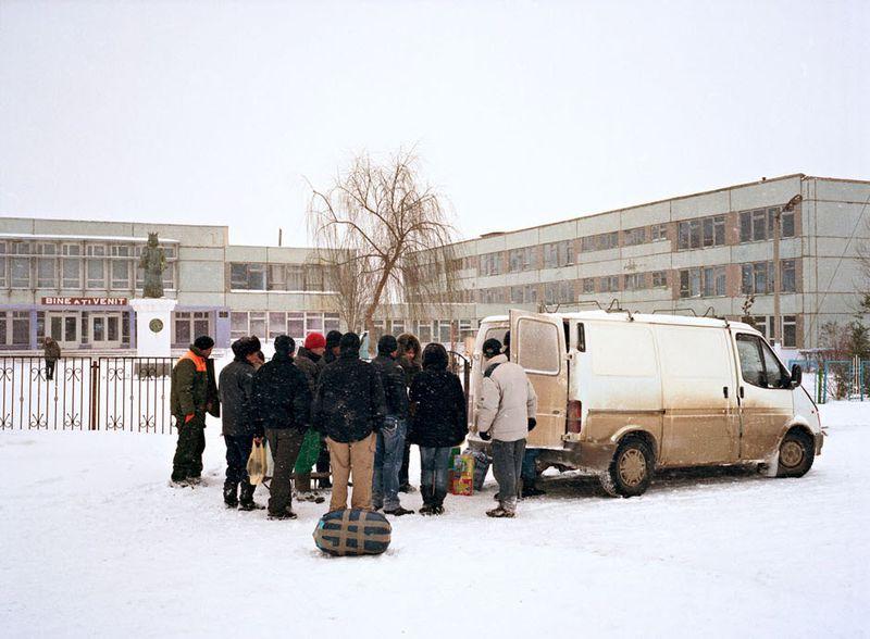 12. Микроавтобус с посылками из Италии.