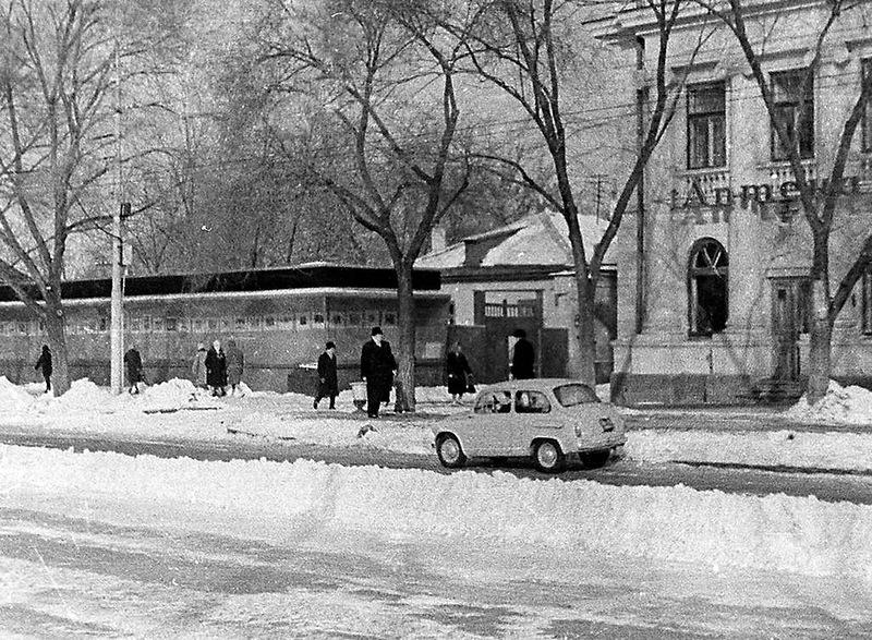 И в завершении - две фотографии, сделанные на проспекте Ленина