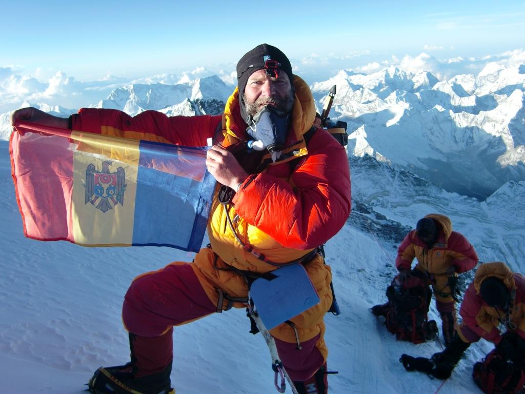 20 мая 2009 года Андрей Карпенко стал первым молдавским альпинистом, взошедшим на Эверест, а Молдова — 42-й страной, чьи представители оставили свои следы здесь.
