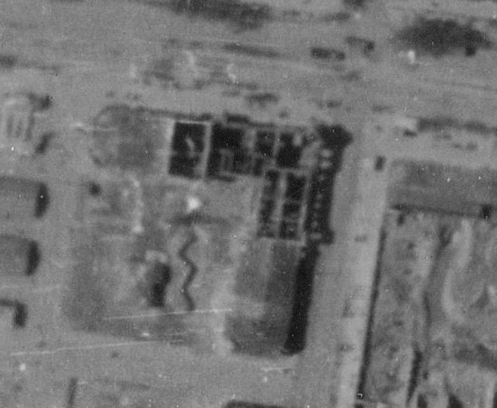 Немецкая аэрофотосъёмка мая 1944 года. Стены стоят, крыши нет с лета 1941.