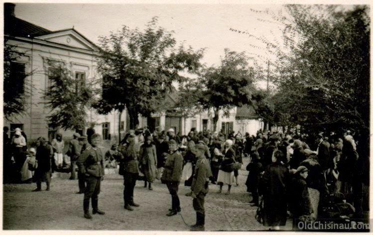 Стихийный рынок в Кишинёве.