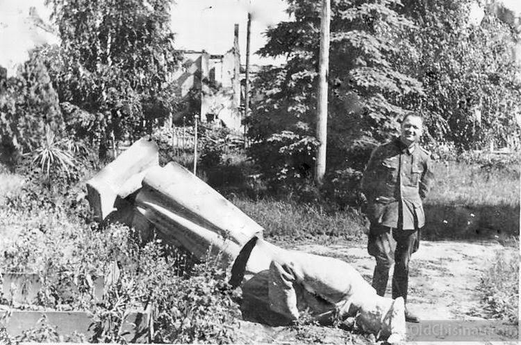 В Бельцах. Памятник Сталину.