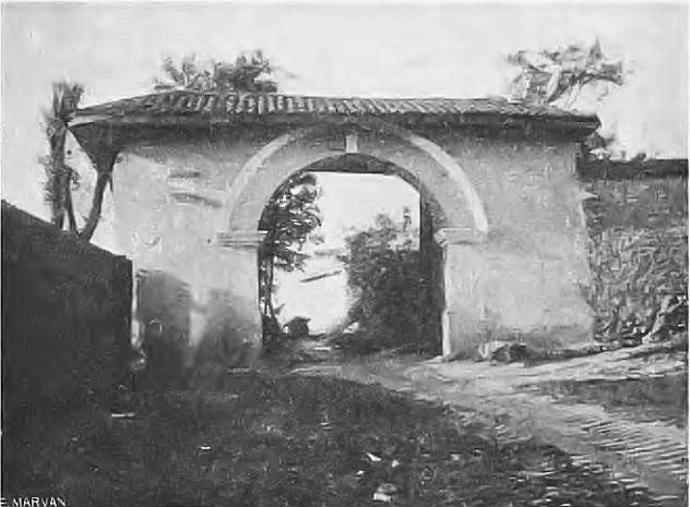 Ворота храма в 1926 году