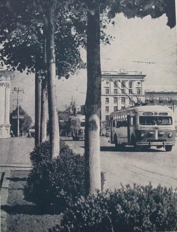 До расширения площади. Середина 1960-х.