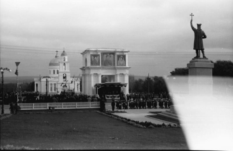 Парад в честь посещения короля Румынии Михая I. 1942 г.