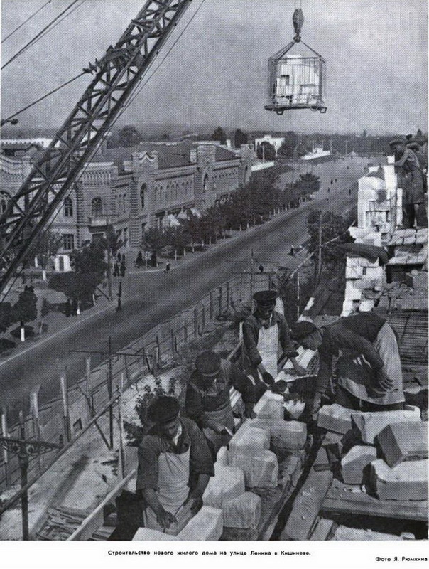 """Из журнала """"Огонек"""", 1952 год."""