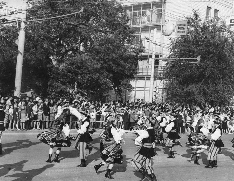 Участники второго Всесоюзного фестиваля ансамблей народных танцев. 1970 г.