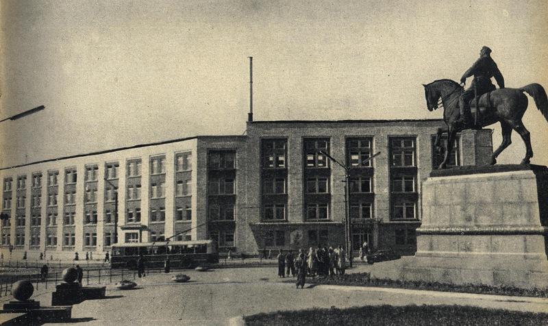 Завод им. Г.И.Котовского и памятник Котовскому (скульптор Л.Дубиновский)