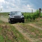 Солнце, воздух, виноградники, вино и… Land Rover