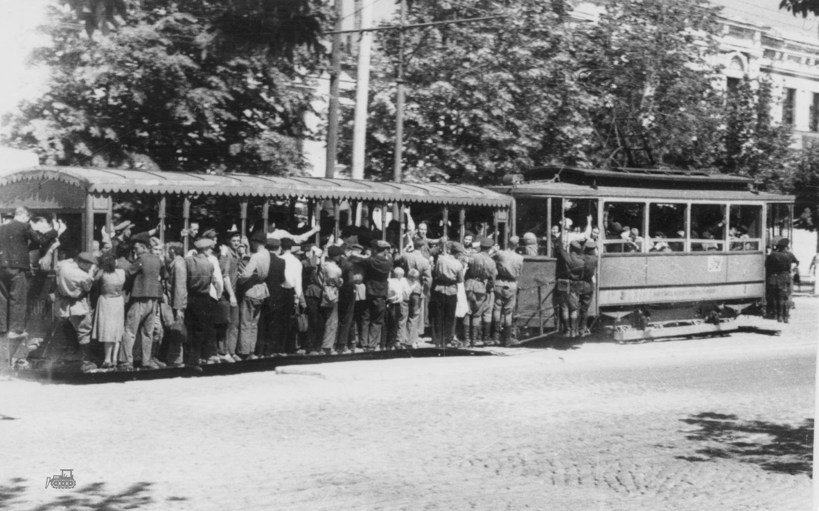 Трамвай у гостиницы Грандъ-Отель