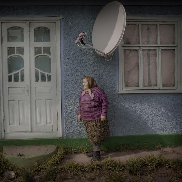 Евгении Житарь 66 лет. Не будучи родственницей Игорю и Артуру, она заботится о них и волнуется за мальчиков – что будет с ними когда она умрёт? Фото Asa Sjöström