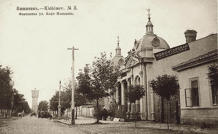 Вид на Фонтанный переулок и кафе Манькова.