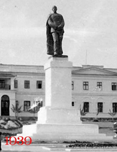 02-monument