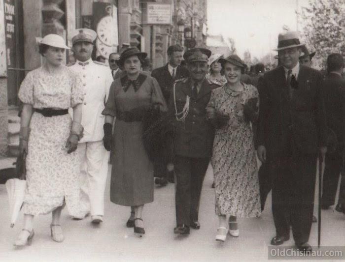 1930-е гг, у Епархиального Дома.