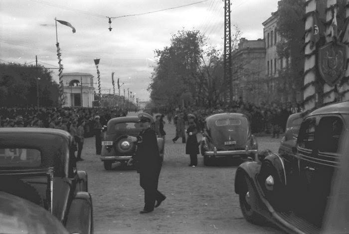 Со стороны нынешней ул. Бэнулеску-Бодони. Видны Семинария и Консистория. Фотография 1942 года.