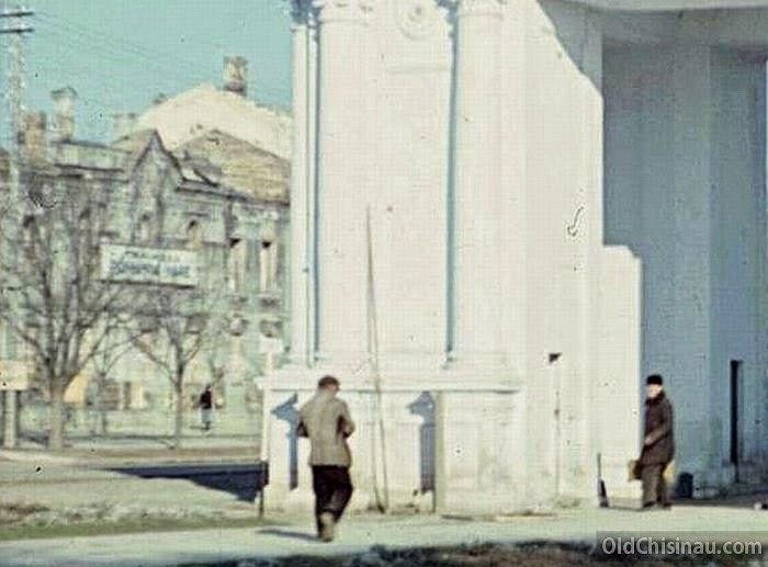 1943 год. Слева виден уцелевший фасад Консистории.