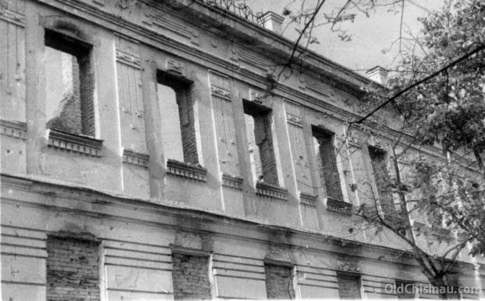 Вид фасада пристроенного семинарского корпуса в 1941 году.