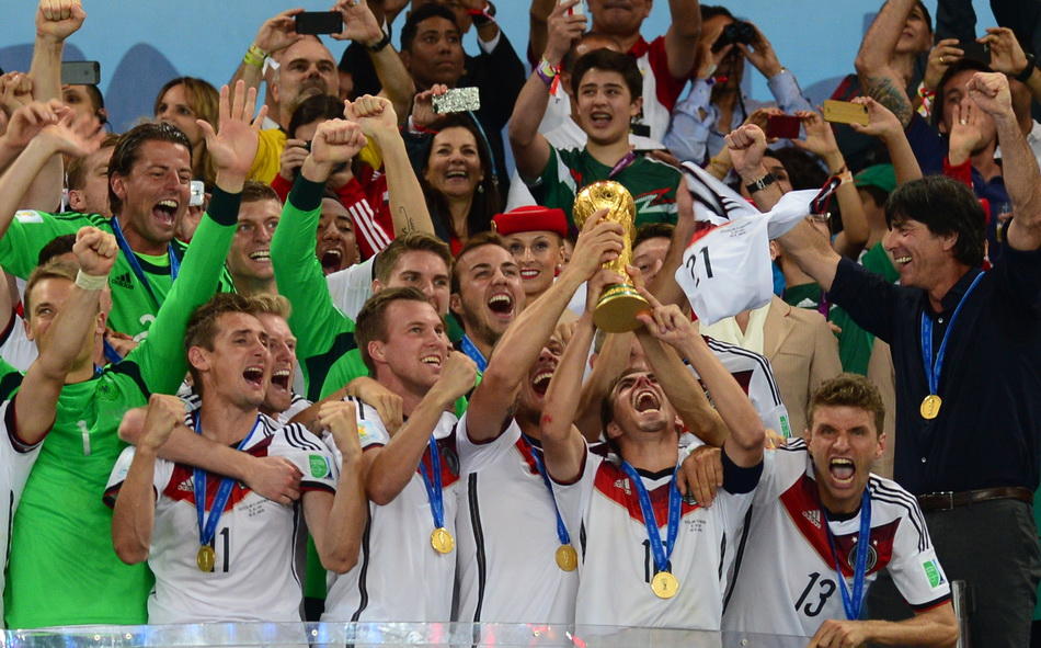 Germany_players_celebrate_winning_the_2014_FIFA_World_Cup