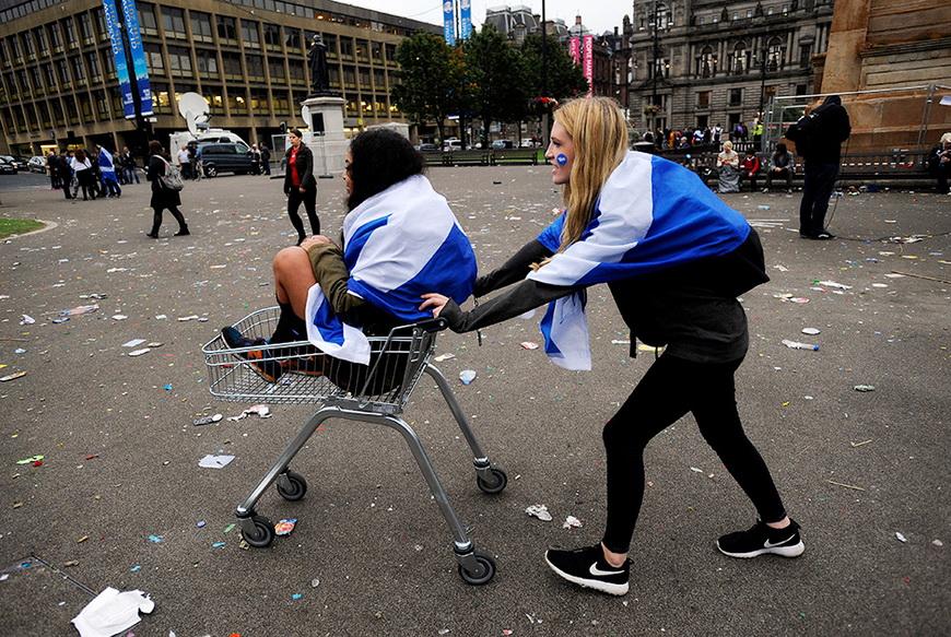 Сторонники независимости Шотландии после референдума, на котором большинство граждан страны проголосовали за сохранение единства Великобритании. 19 сентября, Глазго (Великобритания). Фото: Andy Buchanan / AFP