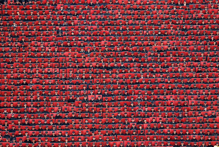 Военные с цветными карточками во время военного парада в День независимости, Мехико (Мексика), 16 сентября 2014 года. Фото: Edgard Garrido / Reuters
