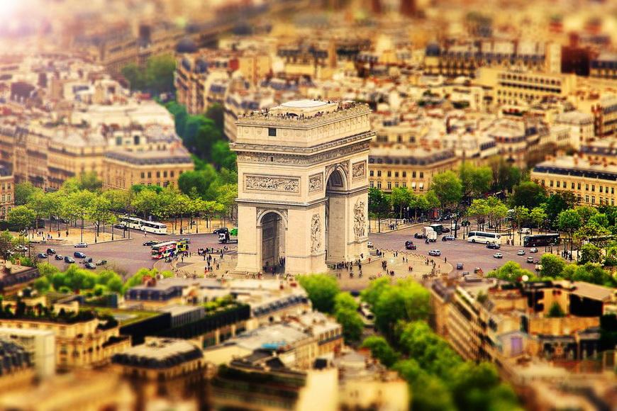 Триумфальная арка в Париже. Автор: Себастьян Хельмке